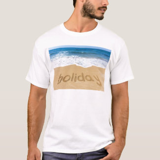 Día de fiesta de la palabra escrito en arena en la camiseta