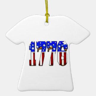 Día de la Independencia 1776 de los E.E.U.U. Adorno De Cerámica En Forma De Camiseta