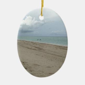 Día de la playa adorno ovalado de cerámica