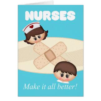 Día de las enfermeras con la tarjeta de la tirita