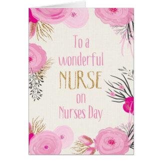 Día de las enfermeras - flores y chispa rosadas tarjeta de felicitación