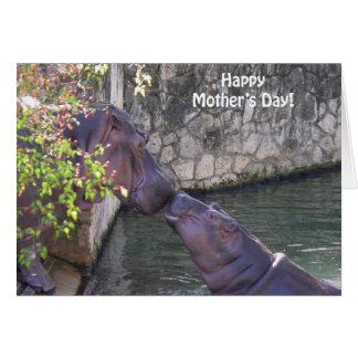 Día de madres feliz con los hipopótamos tarjeta de felicitación
