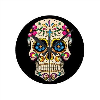 Día del cráneo muerto del azúcar con la cruz reloj redondo mediano