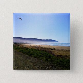 Día magnífico en playa creciente de la ciudad, chapa cuadrada