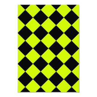 Diag a cuadros - amarillo negro y fluorescente invitación 8,9 x 12,7 cm