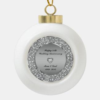 Diamantes y 25to aniversario de boda de la plata adorno de cerámica en forma de bola