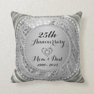 Diamantes y 25to aniversario de boda de la plata cojín