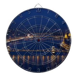 Diana Puente de cadena Hungría Budapest en la noche