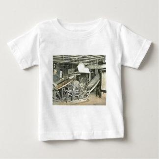Diapositiva de linterna mágica de los trabajadores camiseta de bebé