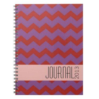 Diario personal moderno púrpura rojo del modelo de libros de apuntes con espiral