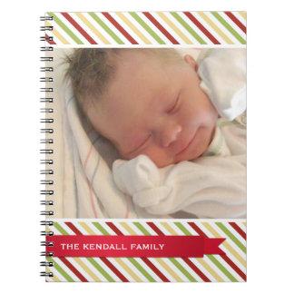 Diario rojo de la cubierta de la foto de la cinta  libros de apuntes con espiral