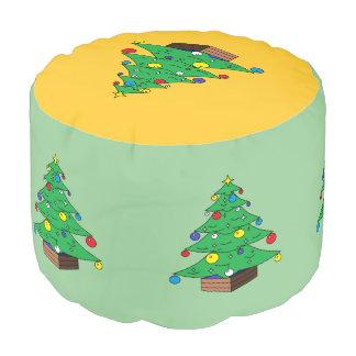 Dibujo animado adornado del árbol de navidad puf