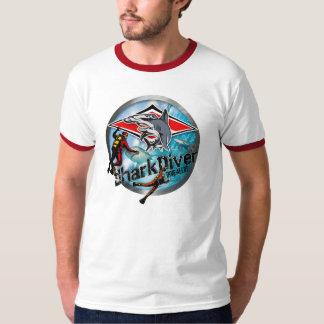 dibujo animado del buceador del tiburón camiseta