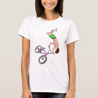 Dibujo animado descamisado del jinete de BMX Camiseta