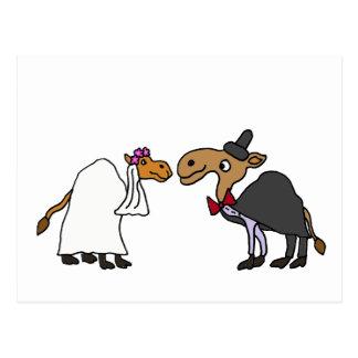 Dibujo animado divertido del boda de novia y del postal