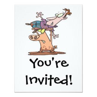 dibujo animado divertido del luchador del cerdo invitación 10,8 x 13,9 cm
