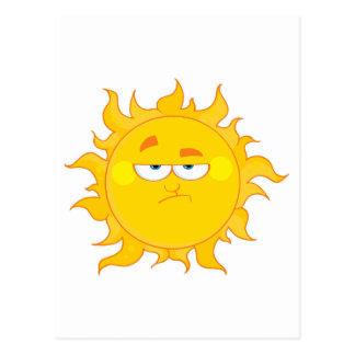 dibujo animado divertido del sol que pone mala postal