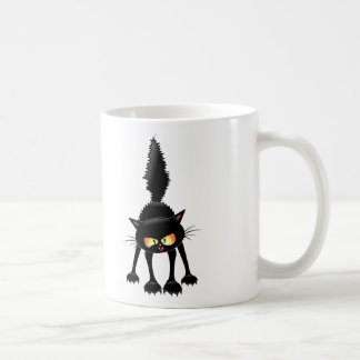 Dibujo animado feroz divertido del gato negro taza clásica