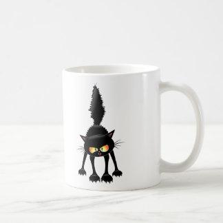 Dibujo animado feroz divertido del gato negro taza de café