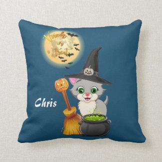 Dibujo animado gris de Halloween del gatito Cojín Decorativo