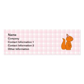 Dibujo animado lindo de la ardilla roja en control tarjeta de visita