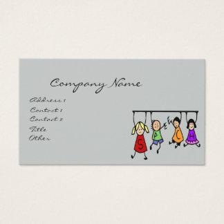 Dibujo animado lindo de los niños que lleva a cabo tarjeta de negocios