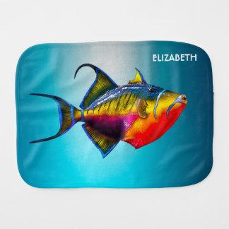 Dibujo colorido psicodélico de los pescados del paño para bebés