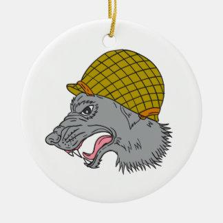 Dibujo principal del casco WW2 el gruñir del lobo Adorno Navideño Redondo De Cerámica