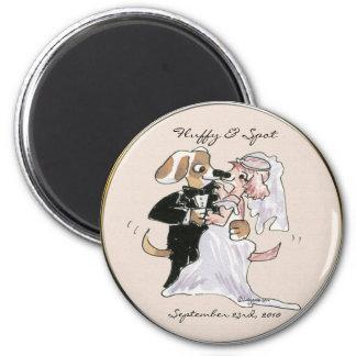 Dibujos animados lindos del perro que casan imán redondo 5 cm