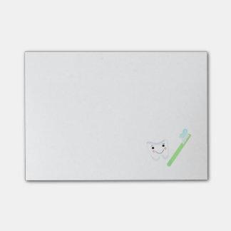 Diente y cepillo de dientes sonrientes notas post-it®