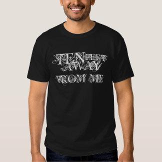 Diez pies lejos de mí camiseta del logotipo