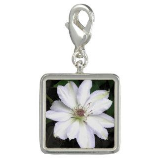 Dije Flor blanca del Clematis