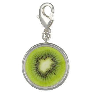 Dije Fruta de kiwi fresca. Primer redondo de la