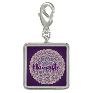 Dije Mandala floral rosada de Namaste y púrpura linda