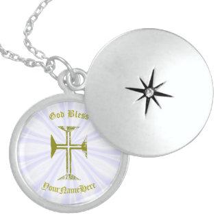 Dijes Cruz y nombre destruidos falso oro de la mirada