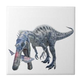 Dinosaurio de Suchomimus que come un tiburón Azulejo Cuadrado Pequeño