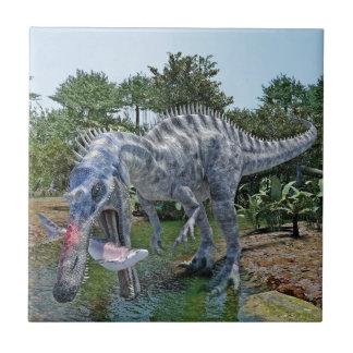 Dinosaurio de Suchomimus que come un tiburón en un Azulejo Cuadrado Pequeño