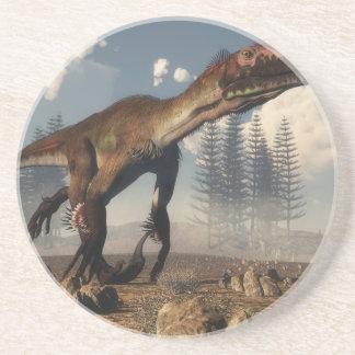 Dinosaurio de Utahraptor en el desierto - 3D Posavasos
