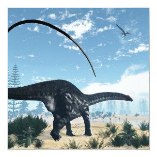 Dinosaurio del Apatosaurus en el desierto - 3D Invitación 13,3 Cm X 13,3cm