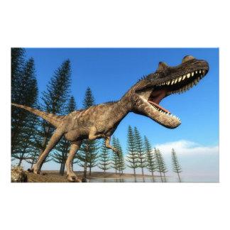Dinosaurio del Ceratosaurus en la línea de la Papelería