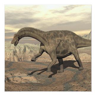 Dinosaurio del Dicraeosaurus que camina - 3D Invitación 13,3 Cm X 13,3cm