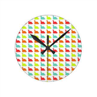 Dinosaurio lindo dulce del color reloj redondo mediano