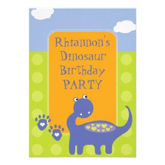 Dinosaurio púrpura con la fiesta de cumpleaños de  invitacion personal