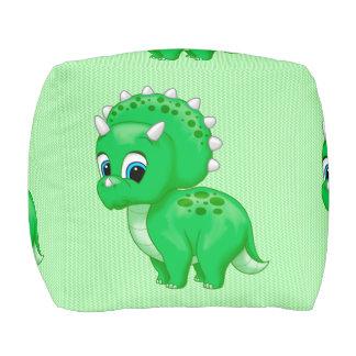 Dinosaurio verde lindo del Triceratops del bebé
