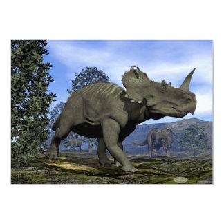 Dinosaurios del Centrosaurus que caminan entre Invitación 12,7 X 17,8 Cm