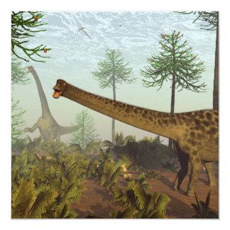 Dinosaurios del Diplodocus entre los árboles de la Invitación 13,3 Cm X 13,3cm