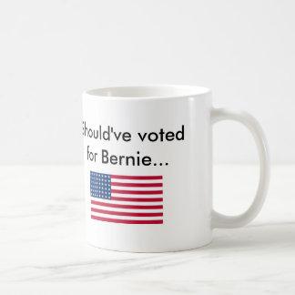 Dios bendice América.  Dios bendice a Bernie. Taza