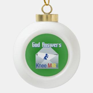 Dios contesta al ornamento del navidad del correo adornos