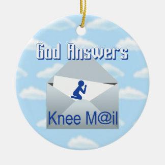 Dios contesta al ornamento del regalo del correo