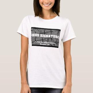 Dios es el autor de la creación camiseta